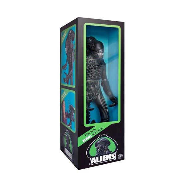 Aliens el regreso Figura Super Size Alien Warrior Classic Toy Edition (Matte Black) 46 cm