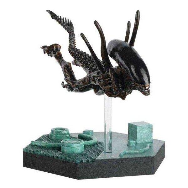 The Alien & Predator Figurine Collection Swimming Xenomorph (Alien Resurrection) 15 cm