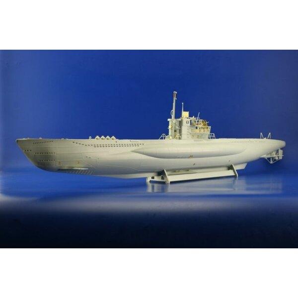 U-boat VIIC/41 (diseñado para ser ensamblado con maquetas de Revell)