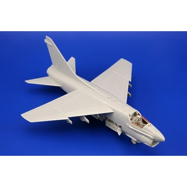 Vought A-7A Corsair II (self adhesive) PRE-PAINTED IN COLOUR! (diseñado para ser ensamblado con maquetas de Hobby Boss)