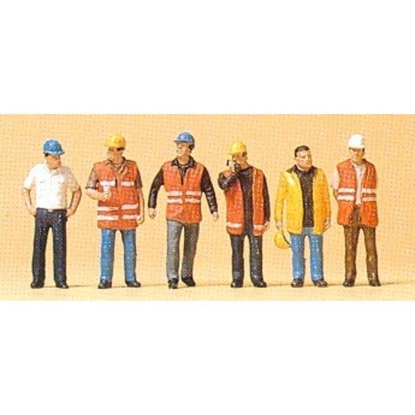 Los trabajadores con chaleco de seguridad