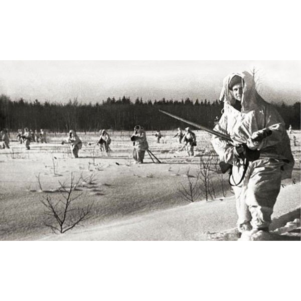 Soviet soldiers on ski