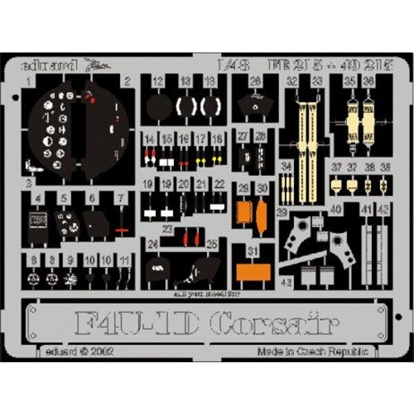 Vought F4U-1D Corsair PRE-PAINTED IN COLOUR! (diseñado para ser ensamblado con maquetas de Tamiya) This Zoom set is a simplified